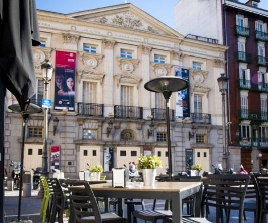 O Cacho terraza con teatro español