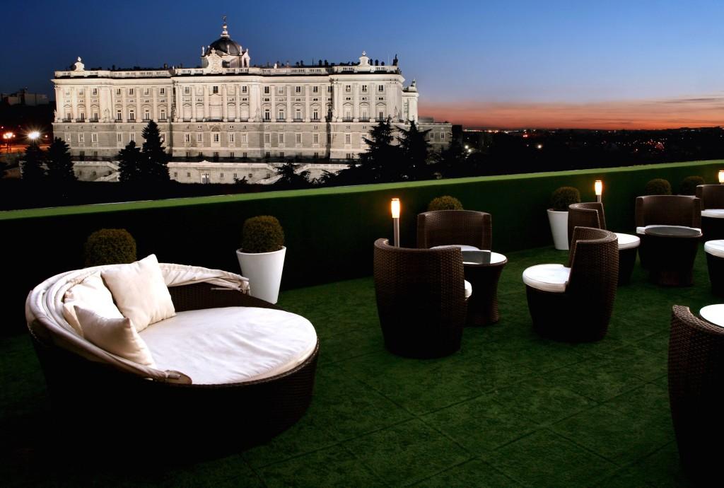 Apartosuites Jardines de Sabatini terraza palacio real madrid