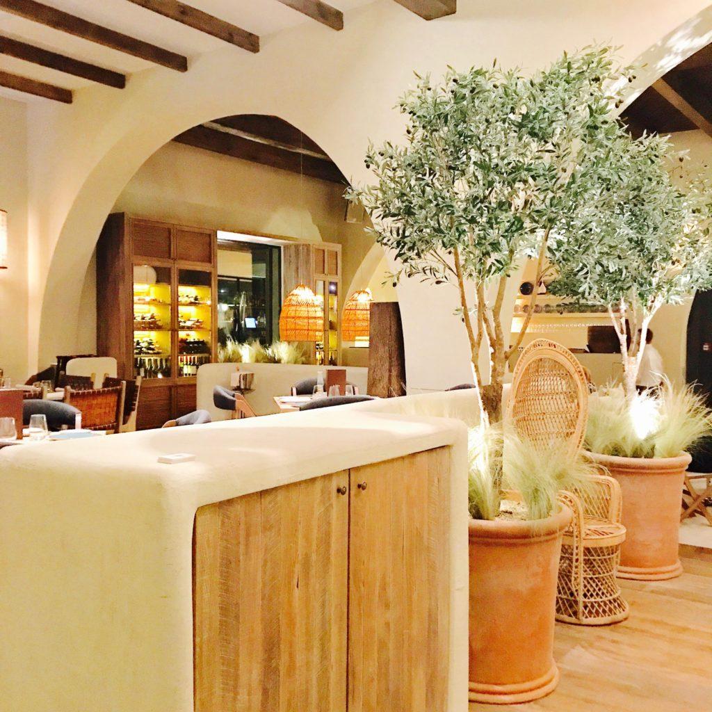 Entrada al nuevo restaurante La Sabina en Madrid